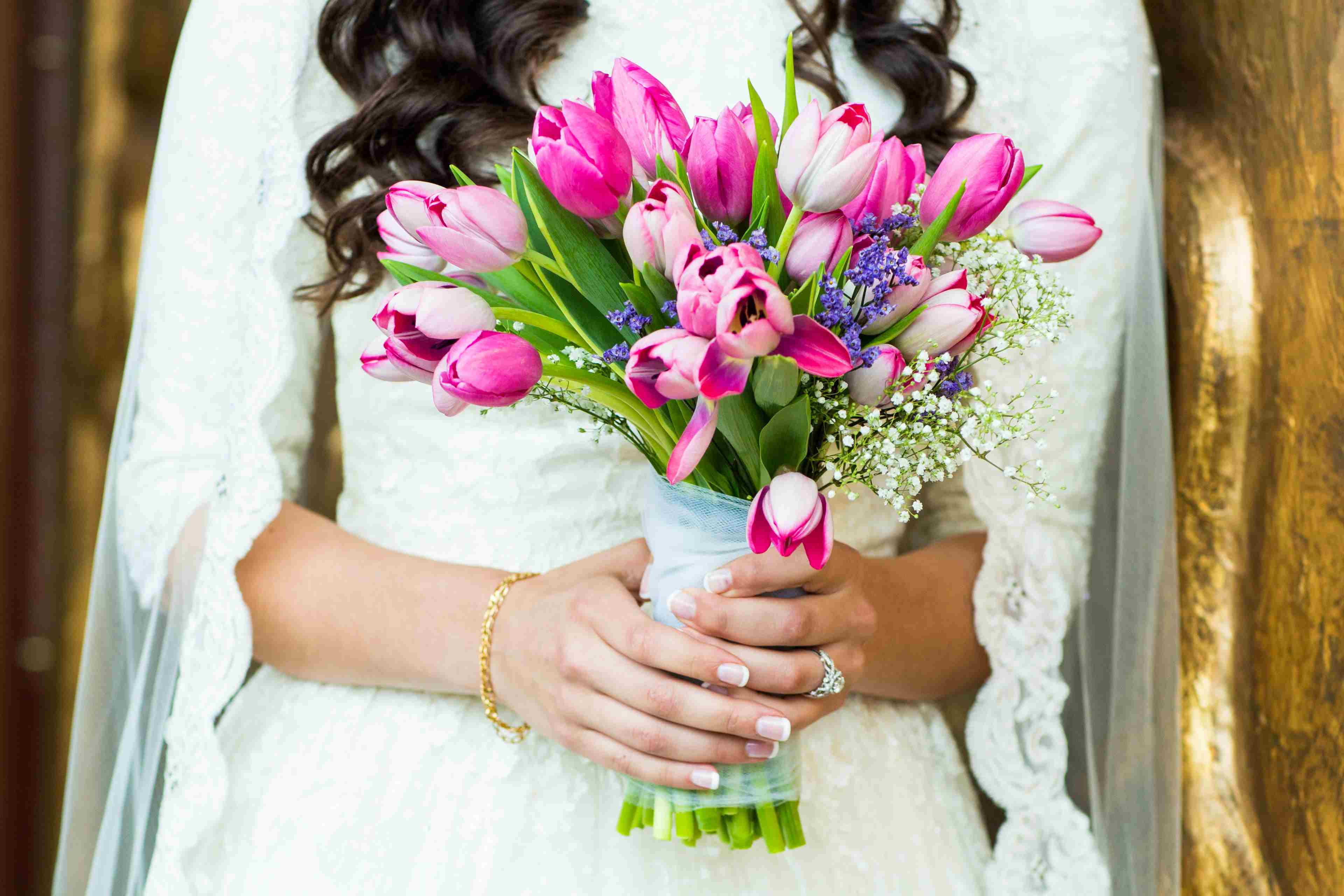 Wedding hand bouquets wedding decorators and flowers wedding bride hand bouquet flowers 01 izmirmasajfo