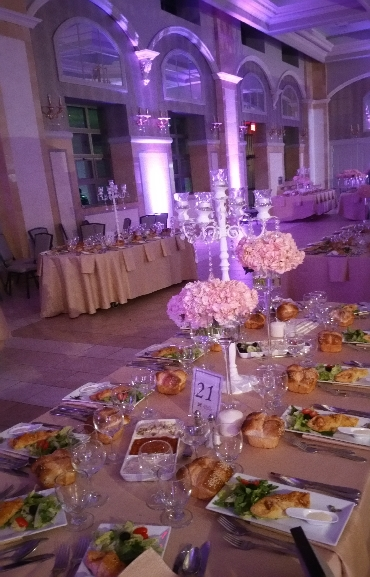Wedding Center Pieces Flowers Candelabras 01